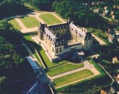 Domaine du Château d'Ecouen, actuellement musée de la Renaissance - Français:   Le Château d\'Ecouen et son parc vus du ciel.