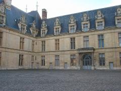 Domaine du Château d'Ecouen, actuellement musée de la Renaissance - Deutsch: Innenhof des Schlosses Écouen