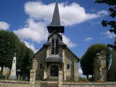 Eglise (restes de l'ancienne) - Eglise et monuments aux morts.