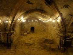 Eglise Saint-Pierre-Saint-Paul -  Cave du deuxième niveau, dont le sommet de la voûte se situe à sept mètres en dessous du sol de l'église.