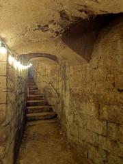 Eglise Saint-Pierre-Saint-Paul -  Escalier d'accès, début de la montée.