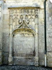 Eglise Saint-Clair - Français:   Ancien portail de la chapelle baptismale, de style flamboyant, dans la première travée du bas-côté nord.