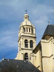 Eglise Saint-Martin - Français:   Vue rapprochée du clocher depuis l\'est.
