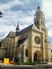 Eglise Saint-Martin - Français:   La façade occidentale (la Grande rue en travaux).