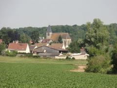 Eglise -  Vue sur le village depuis le sud.