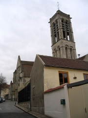 Eglise Saint-Justin et tour Saint-Rieul qui lui sert de clocher - English: Saint Justin Church, built from the 12th to the 16th century, and 12th century Saint-Rieul Tower, in Louvres, Val d'Oise, France.