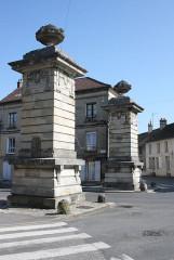 Deux piliers - Deutsch: Magny-en-Vexin