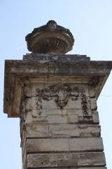 Deux piliers - Deutsch: rue de Crosne in Magny-en-Vexin