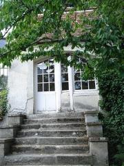 Maison de Jean-Jacques Rousseau et Maison des Commères - English: Montmorency (Val-d'Oise, Fr) Museum J.J.Rousseau, little garden house, where Rousseau liked to write.