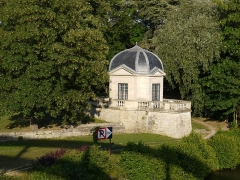 Château - Français:   Le Pavillon d\'Amour  (vers 1640) du chateau de Neuville sur Oise, France