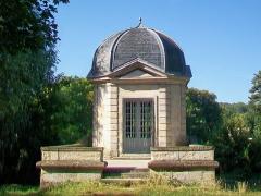 Château - Français:   Le pavillon d\'Amour, dans l\'ancien parc du château, près du pont de l\'Oise.