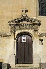 Eglise de Jouy-le-Comte - Deutsch: Katholische Pfarrkirche St-Denis in Jouy-le-Comte, einem Ortsteil von Parmain (Département Val-d'Oise) in der Region Île-de-France (Frankreich), südliches Seitenportal