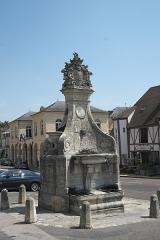 Fontaine - Deutsch: Brunnen in La Roche-Guyon im Département Val-d'Oise (Île-de-France/Frankreich)