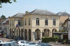 Mairie et marché couvert - Deutsch: Rathaus in La Roche-Guyon im Département Val-d'Oise (Île-de-France/Frankreich)