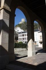 Mairie et marché couvert - Deutsch: Rathaus in La Roche-Guyon