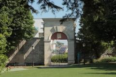 Château des Caramans - Français:   Porte du château