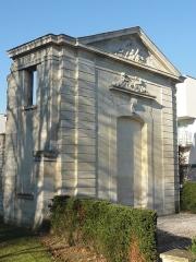 Château des Caramans - Français:   Portail est des écuries de l\'ancien château.