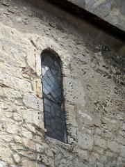 Eglise Saint-Clair - Français:   Croisillon nord, fenêtre romane côté ouest.