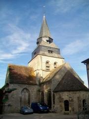 Eglise Saint-Clair - Français:   La façade est; vue depuis le jardin derrière la mairie. Les falaises surplombant l\'église et la mairie plongent ce lieu dans une pénombre quasiment permanent.