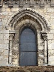 Eglise Saint-Clair - Français:   Fenêtre de la quatrième travée de la nef, côté nord.