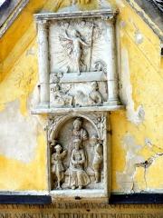 Ermitage de Saint-Clair - Français:   Ermitage de Saint-Clair - oratoire, détail: bas-reliefs, en haut Résurrection, dessous Couronnement d\'épines et Dérision du Christ (copies , originaux à l\'église paroissiale).