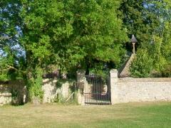 Ermitage de Saint-Clair - Français:   L\'Ermitage: l\'enclos intérieur, avec, à droite, la chapelle, et à gauche, l\'oratoire lui faisant face. Un deuxième portail existe du côté opposé, à l\'ouest; les deux sont fermés en permanence.