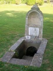 Ermitage de Saint-Clair - Français:   L\'Ermitage: la fontaine sacrée dans l\'enclos extérieur. La source est aujourd\'hui tarie.