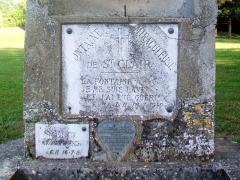 Ermitage de Saint-Clair - Français:   L\'Ermitage: la fontaine sacrée dans l\'enclos extérieur. La source est aujourd\'hui tarée.