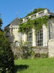 Château de Magnitot - Français:   Colombier et orangerie.