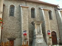 Eglise paroissiale Saint-Martin - Français:   Colmars - Eglise Saint-Martin et monument aux morts construit en 1921 sur la place de l\'Eglise