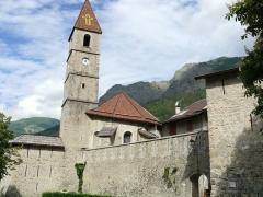 Eglise paroissiale Saint-Martin - Français:   Colmars - Enceinte - Chevet et clocher de l\'église Saint-Martin et la porte des Glacis datant de 1912