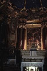 Ancienne cathédrale Notre-Dame de l'Assomption, actuellement église paroissiale -  intérieur de l'église: maître-autel et sa garniture (une croix et six chandeliers).