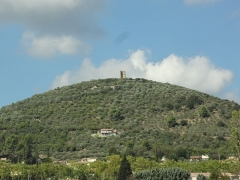 Tour du Mont d'Or (restes) -       This file was uploaded  with Commonist.  Colline du Mont-d'Or et vestige de fortification au sommet, à Manosque