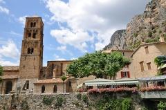 Eglise - Français:   Clocher de ND de l\'Assomption à Moustiers-Sainte-Marie