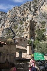 Eglise -  Contraste de formes, Moustiers-Sainte-Marie, Alpes-de-Haute-Provence, France