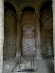 Baptistère dit le Panthéon (chapelle circulaire) -  Alpes-Haute-Provence Riez Baptistere Merovingien Cuve Baptismale