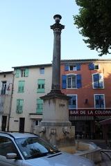 Fontaine dite de la Colonne - Français:   Fontaine de la Colonne, Riez.