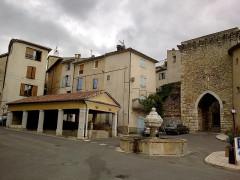 Portes (deux anciennes) : Porte d'Ayguières et Porte Saint-Sébastien -  Alpes-Haute-Provence Riez Porte Saint-Sols Fontaine