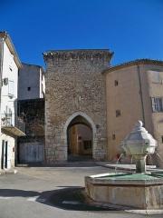 Portes (deux anciennes) : Porte d'Ayguières et Porte Saint-Sébastien - Français:   Ancienne porte de rempart de Riez (04), France