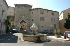 Portes (deux anciennes) : Porte d'Ayguières et Porte Saint-Sébastien - Français:   Portes Saint Sols (Riez)