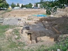Vestiges antiques correspondant à trois états d'occupation - Français:   Fouilles près du baptistère de Riez (04)