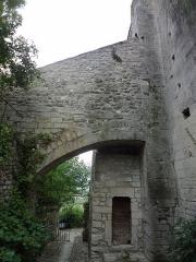 Chapelle avec son clocher -  Arc-boutant de l'église Saint-Michel à Saint-Michel-de-l'Observatoire (04).