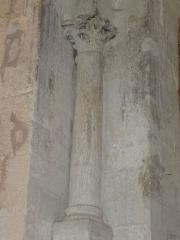 Chapelle avec son clocher -  Colonne accostée à un des piliers soutenant la coupole.