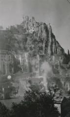 Citadelle - Français:   Les ruines de la citadelle et de la ville de Sisteron après le bombardement allié du 15 août 1944. Sud de la France.