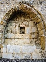 Eglise des Dominicains de la Baume - Français:   Fontaine du cloître de l\'ancienne abbaye Saint-Dominique de La Baume. Sisteron