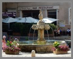 Fontaine publique en pierre dite Grande Fontaine - Italiano: Fotana monumetno storico nel comune di Valensole - paese della Lavanda