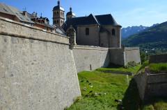 Anciennes fortifications de la Ville Haute - Català: Briançon - Collégiale