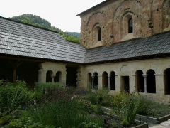 Ancienne abbaye de Boscodon -  Hautes-Alpes Abbaye Boscodon Cloitre Jardin