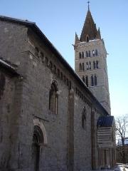Eglise Notre-Dame (ancienne cathédrale) - Cathédrale Notre-Dame d'Embrun: le flanc nord, le porche et le clocher