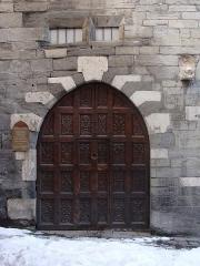 Hôtel des Gouverneurs - Français:   Embrun (Hautes-Alpes): le porche de la Maison des Gouverneurs.